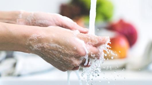 写真:手洗い